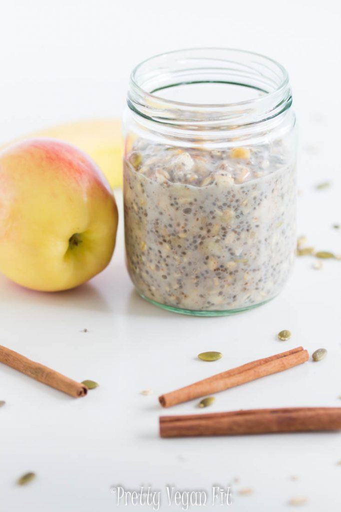 Health benefits of eating vegan - oatmeal with apples