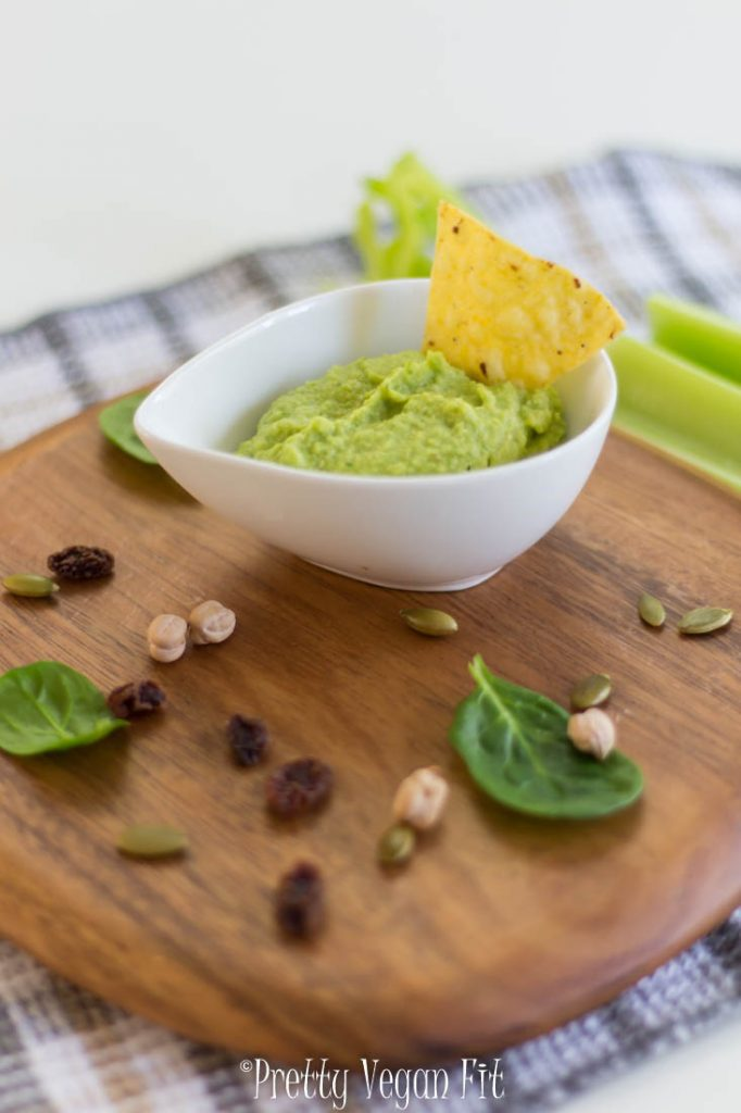 Vegan spinach hummus - protein-infused dip for fitness junkies and not only